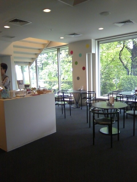 喫茶森 - 美術館のチケットカウンターを入ってすぐの奥にカフェコーナーがあります。