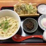 白糸うどん やすじ - 料理写真:「唐辛子うどん」(880円)をいただきました。
