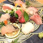 魚ト肴いとおかし - お刺身盛り合わせ(画像は2人前)       一人前 ¥1200