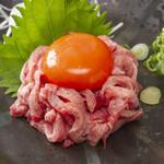 炭火焼肉 萬成館 - タンユッケ1,800円