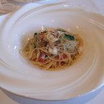 1377914 - スパゲッティーニで鳴門鯛と花山葵のアーリオ たたみ鰯のフリットを散りばめて