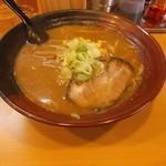 北海道ラーメン はる - 味噌ラーメンです。自分的にはインパクトが少ないと思うのですがみなさん如何でしょう?