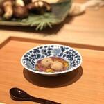 137703600 - 小芋の唐揚げ 菊の餡