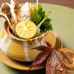 割烹 新 - お吸物 松茸の土びん蒸し