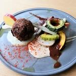 モノローグ - 料理写真:ひよこ豆と黒豆のファラフェルと、季節の野菜のグリル