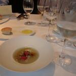 レストラン プログレ ヨコヤマ - 新玉ねぎのスープに真鯛のバブール