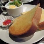 喫茶どんぐり - 厚切りバタートーストセット★¥500