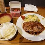 鉄板焼と醸造酒 Take-RHY - トンテキ定食(300g)