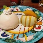 ピッツェリア アル チェントロ - アマルフィ名物のレモンのケーキ「デリッツィア・アル・リモーネ」とピスタチオのパンナコッタ。