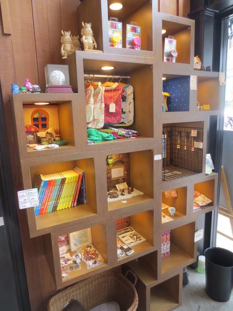カフェ ゼノン - 店内では色々なグッズが販売されています。