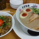麺屋 桜息吹 - 月見ホルモン丼と味玉豚骨ラーメン