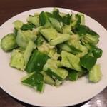東北人家 - ニンニク風味の胡瓜たたき