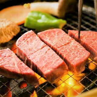 牛一頭買いで様々な部位を提供!焼肉・ステーキ・すき焼きも◎