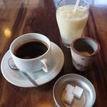 カフェ コチ - ⑤ホットコーヒー(¥490)⑥フレッシュ梨(¥700)