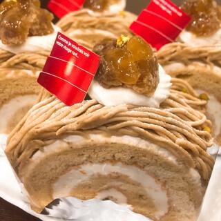 やさしい味わいにほっこり♡甘栗のロールケーキ