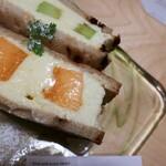Kabou merontoroman - 生メロンのフルーツサンド 2種セット