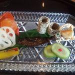 日本料理雲海 - 前菜各種。 ホオズキの中にあるのは卵黄です。