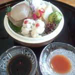 日本料理雲海 - ハマチ、ホタテの刺身と鱧の湯引き。