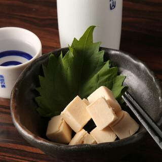 日本酒や焼酎は全国から豊富に取り揃え◎お酒とよく合う酒肴も