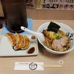 Asakusa Ramen Yoroiya - らーめん(和風醤油)と和風ぎょうざ