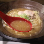 我羅奢 - 魚塩ラーメンのスープ