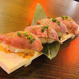 女性支持率NO.1!!炙り牛タン寿司!