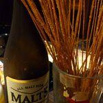 ニジュウマル - お通し(スパイスパスタ)と瓶ビール