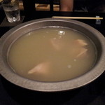 博多華味鳥 博多駅前店 - 水炊き 最初はこんな感じ