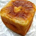 137774418 - タヒチバニラのクリームパン