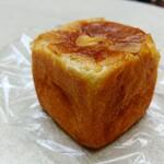 137774429 - タヒチバニラのクリームパン