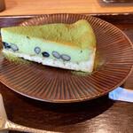 築地本願寺カフェ Tsumugi - 濃厚抹茶のチーズケーキ