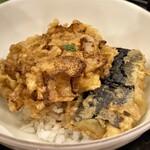 天冨良 天甲 - 食事に天丼 通常は海老のかき揚げですが、私は玉ねぎのかき揚げと茄子の天ぷらを別注しましたが、これが実に美味いのです(^^♪