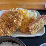 いな穂 - この日の日替わりはメンチカツとハムカツの定食です。