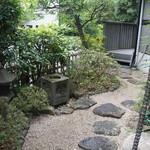 茶房 雲母 - 素敵なお庭があります。