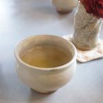 茶房 雲母 - 最後に昆布茶が出て来ます。ほっこり♥