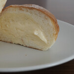 ブーランジェリー ヴェリテ - ・スペシャルクリームパン 180円/税抜
