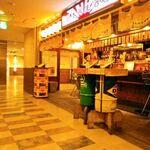 日本再生酒場 - 博多駅ビルのほろ酔い通り奥の店。立ち飲みスタイル店内は、オープンで女性でも入やすい。