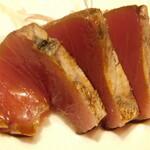 西麻布 鮨 ふくじゅ - 稲わらで焼いた燻製のかつお(13000円のお任せ握りのコース)