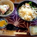 月与の童屋 - 料理写真:たぬきうどん(税抜800円)とミニねぎとろ丼(税抜380円)のセット