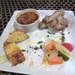 タパタパ - 一口サイズの料理がまだまだ続きます、チキンバリウマでしたよ。