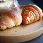 トリュフベーカリー - 白トリュフの塩パン、クロワッサン