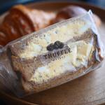トリュフベーカリー - 黒トリュフの卵サンドイッチ