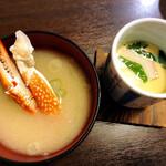 第二ひさご寿司 - ランチタイム限定 まぐろ丼 に付く茶碗蒸しと蟹の味噌汁