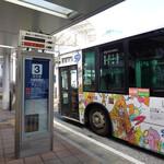 137812246 - 西口からバス