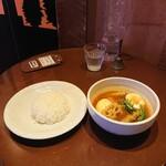 シャンティ - エッグと野菜のスープカリー、980円。