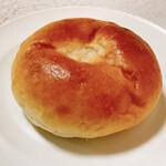 137820641 - 大人のクリームパン(180円)