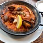 ラ ボデガ - 魚介と豚のパエリア