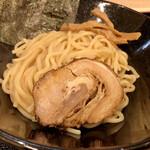 らーめん  破ぐん星 - 中太麺は200g。
