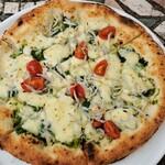 大磯迎賓舘 - シラスのピザ