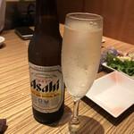 全席個室 ウメ子の家  - スパークリングはちょい甘め、瓶ビールは小さいやつ